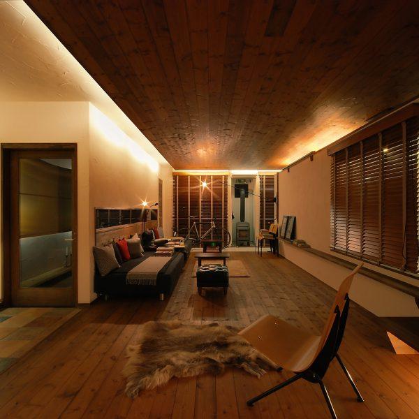 天井に照明器具がない家